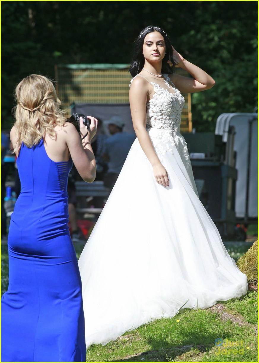 Riverdale 2 - Matrimonio in vista? Ecco le foto dal set | Non Solo ...