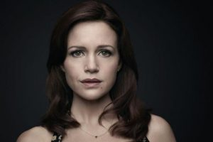 The Haunting of Hill House – Carla Gugino nella serie horror Netflix