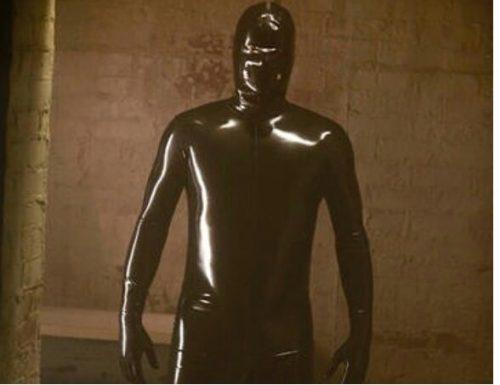 American Horror Story 10: Ryan Murphy annuncia il ritorno di Rubber Man
